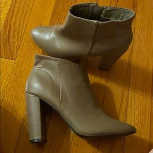 Tan colored zip ankle boots size 9
